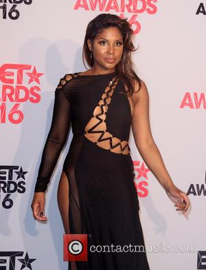 Toni Braxton Postpones Gig After Lupus Complications