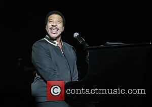 The Manchester Arena is the latest stop on Lionel Richie's UK tour. Photographers caught the man in action on stage...