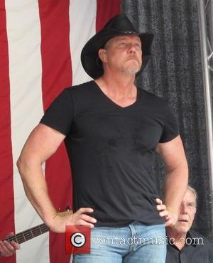 Trace Adkins Handing Over Proceeds From Louisiana Show To State Flood Relief Efforts
