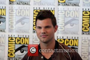 Taylor Lautner at the Comic-Con International: San Diego photocall for 'Scream Queens' -  California, United States - Saturday 23rd...