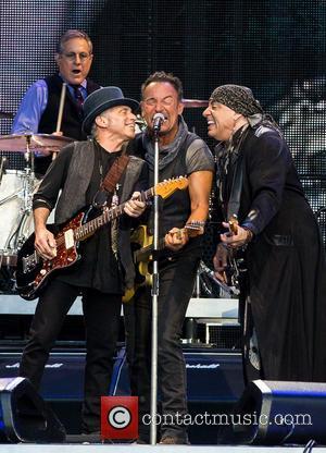 Bruce Springsteen Plays For Over Four Hours In Philadelphia