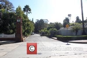 Media setting up cameras at Brad Pitt and Angelina Jolie's house in Los Feliz, California, United States - Tuesday 20th...