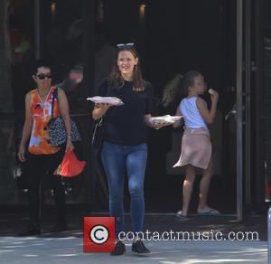 Jennifer Garner Jokes She's Dating Brad Pitt