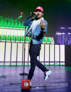 Chance The Rapper Tackles Stage Invader