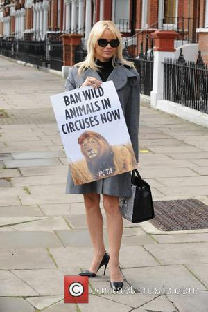 Pamela Anderson Wants To Discuss Circus Animals Ban With U.k. Leader