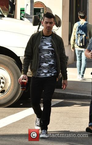 DNCE frontman Joe Jonas strolling in TriBeCa - Manhattan, New York, United States - Tuesday 18th October 2016