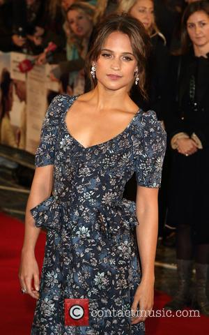 Alicia Vikander Reluctant To Live On Set During Light Between Oceans Shoot
