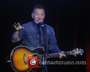 Bruce Springsteen To Headline Hillary Clinton's Closing Presidential Campaign Rally