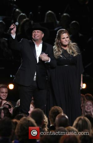 Garth Brooks Thought Cameras Were Off During Trisha Yearwood Cmas Kiss
