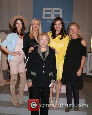 Jacqueline Macinnes Wood, Katherine Kelly Lang, Lee Bell, Heather Tom and Alley Mills