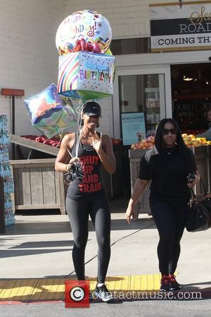 Kelly Rowland leaving Bristol Farms with a handful of birthday balloons in Beverly Hills. Kelly is seen struggling to fit...