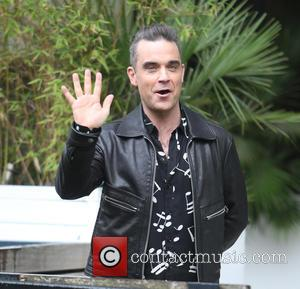 Robbie Williams Using Hand Sanitiser Gel After Interacting With Audience Goes Viral