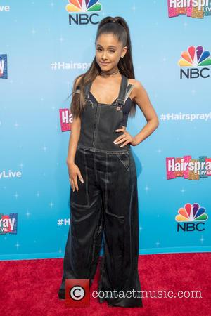 Ariana Grande's Philadelphia Show Interrupted By Stage Invader
