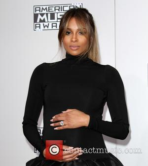 Ciara Avoids Exes Future And Bow Wow At Seahawks Play-off Game