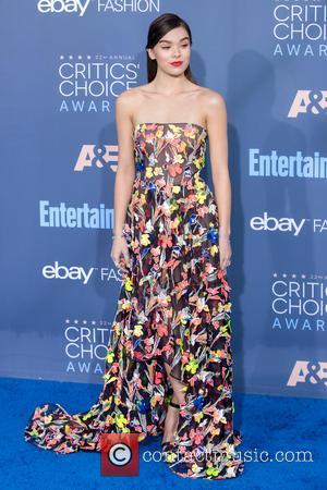 Hailee Steinfeld Goes Public With New Boyfriend Cameron Smoller