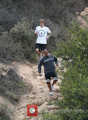 Justin Bieber slips on a steep trail and gets right back up - Los Angeles, California, United States - Wednesday...