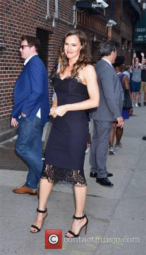 Jennifer Garner signs autographs at 'The Late Show with Stephen Colbert' - New York, United States - Thursday 18th May...