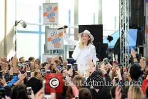 Miley Cyrus at Nbc and Rockefeller Plaza