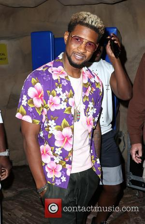 Usher at Rehab Beach Club