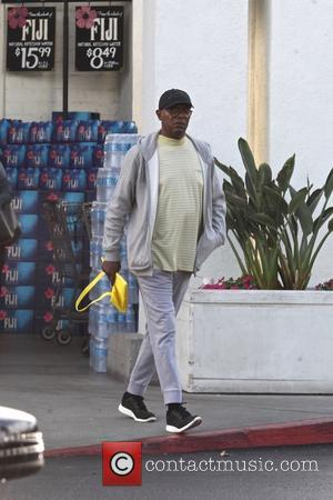 Samuel L. Jackson leaves Bristol Farms carrying a yellow bag - Beverly Hills, California, United States - Friday 9th June...