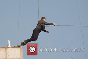 Tom cruise leaps from the roof of one building to another for the filming of mission impossible. - London, United...