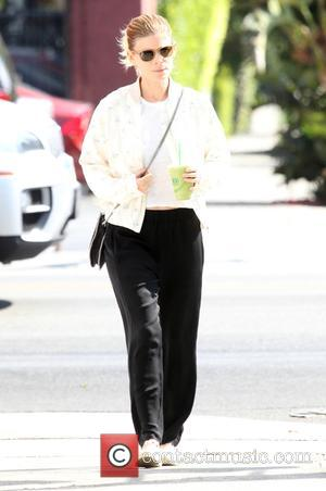 Kate Mara grabs a healthy drink whilst out and about in Hollywood - Los Angeles, California, United States - Wednesday...
