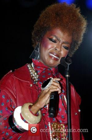 ** * LAURYN HILL CHECKS INTO PRISON R&B star LAURYN HILL has checked into prison to begin a three-month sentence...
