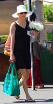 Jillian Dempsey Shopping At The Brentwood Farmers Market Fair