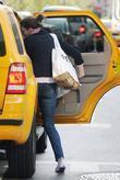 Anne Hathaway escapes from photographers by hailing a...