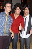 Kevin Jonas, MTV, Mtv Trl Studios, Times Square