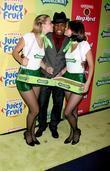 Ne-Yo and Wrigley's girls