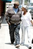 Cedric the Entertainer arriving at a beauty salon...