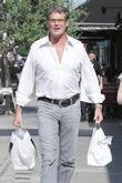 David Hasselhoff, carrying packed lunch and leaving Joan's on Third with his daughter