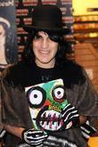 Noel Fielding of The Mighty Boosh  signs...