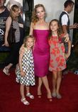 Leslie Mann with her daughters Iris Apatow