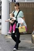 Jennifer Garner Arrives to pick up her daughter...