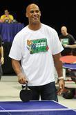 Jason Taylor plays ping pong