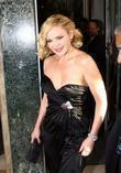 Kim Cattrall leaves Claridges Hotel and heads for...