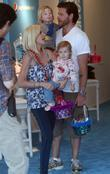Tori Spelling, Dean McDermott with their children Liam and Stella