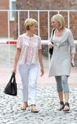 Sally Dynevor (l)