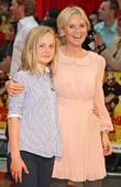 lisa maxwell with her daughter kung fu panda 2 prem