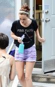 leighton meester wearing a pink floyd t-shirt on th