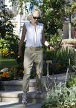Gwen Stefani arrives at her parents home to...