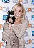 Kellie Pickler unveils the Fresh Step limited-edition cat...