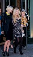 Ashlee Simpson, Jessica Simpson and Manhattan Hotel