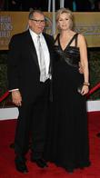 Ed O'neill and Jane Lynch
