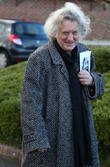 Noddy Holder Dodges Crowds At Christmas