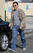 actor seth macfarlane and a friend leave a cafe 040313
