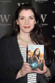 "Twilight Author Stephenie Meyer Hasn't Read ""Smutty"" 50 Shades of Grey Books"