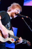 Ed Sheeran Looks Relaxed In His Casual Get-Up At Melbourne Show (Photos)
